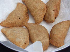 Die fertig frittierten Empanadas